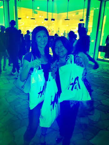 shopping at H&M Hawaii-streetzblog