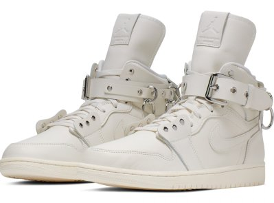 comme-des-garcons-air-jordan-1-high-white-cn5738-100-pair care of DSM